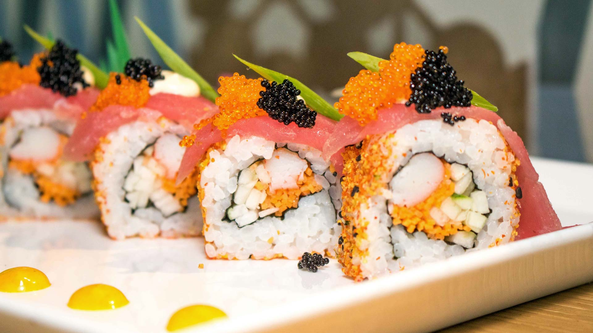 sushi tuna roll with roe